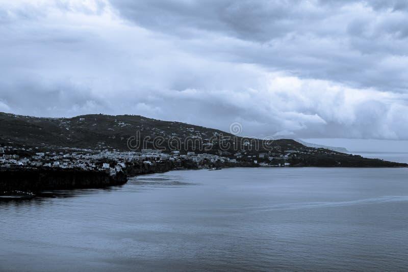 从那不勒斯海岸的伟大的海岸视图pic  免版税库存照片