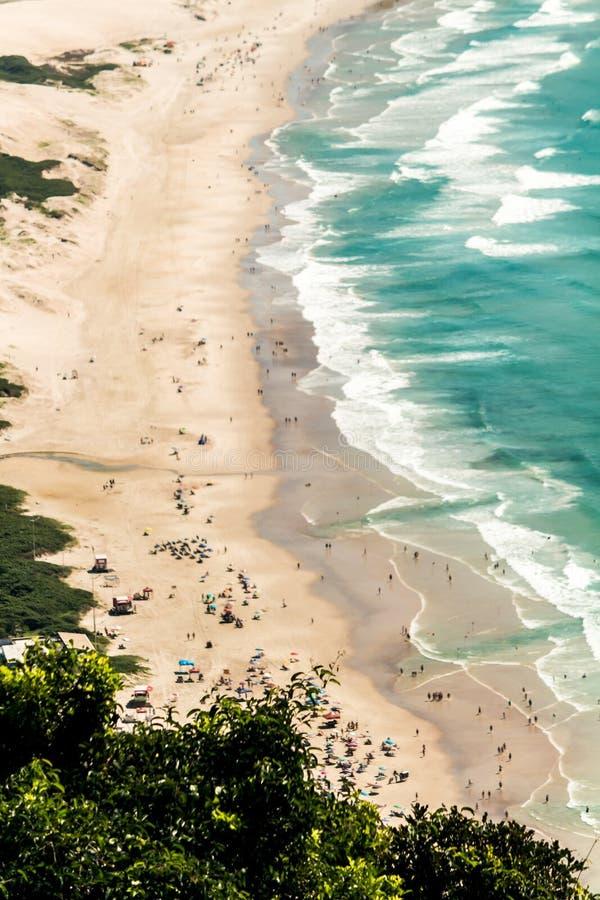 从Morro das Aranhas,普腊亚的顶端鸟瞰图做Santinho,Florianà ³ polis,巴西 库存照片