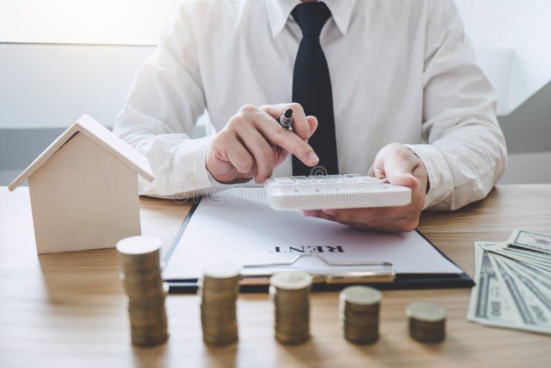 企业提供经费给的会计银行业务概念,做财务的商人和计算关于费用到不动产投资, 库存图片