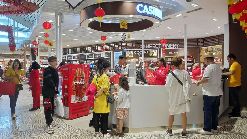 伍拉・赖国际机场免税商店地区  免版税库存照片