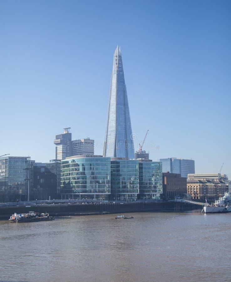 伦敦 碎片和泰晤士河 免版税图库摄影
