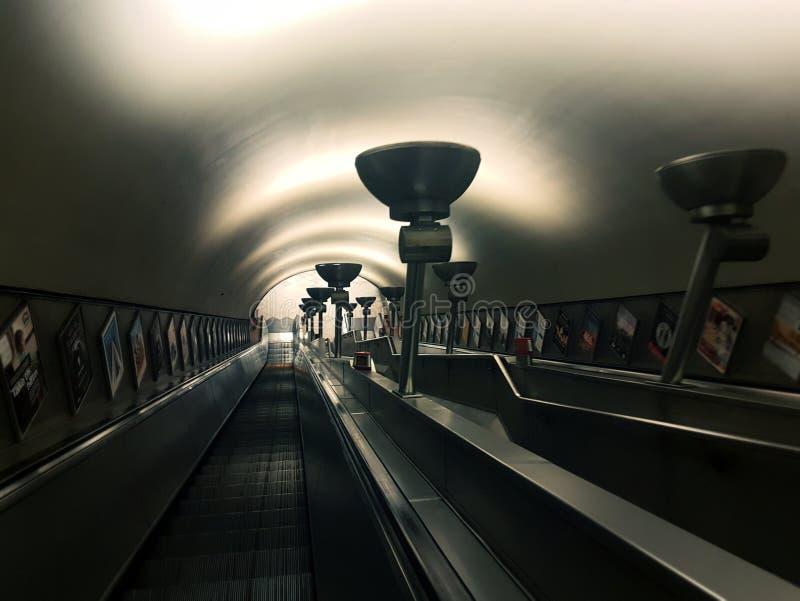 伦敦Cross国王地下地铁自动扶梯 免版税库存图片