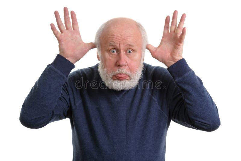 伸出他的舌头的老人被隔绝在白色 库存照片