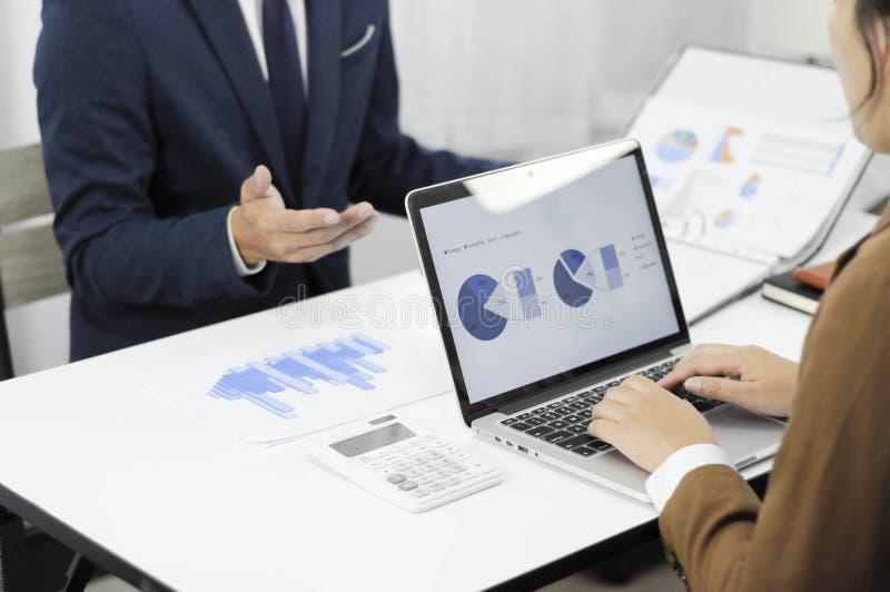 会计计划,投资管理,遇见顾问,管理回顾,想法的介绍 库存图片