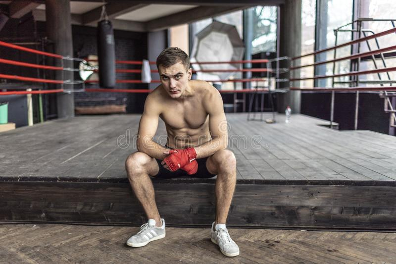 休息的拳击手人 免版税库存照片