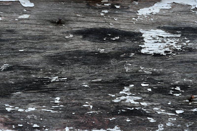 使用的屋顶天沟和易碎的木头 免版税图库摄影