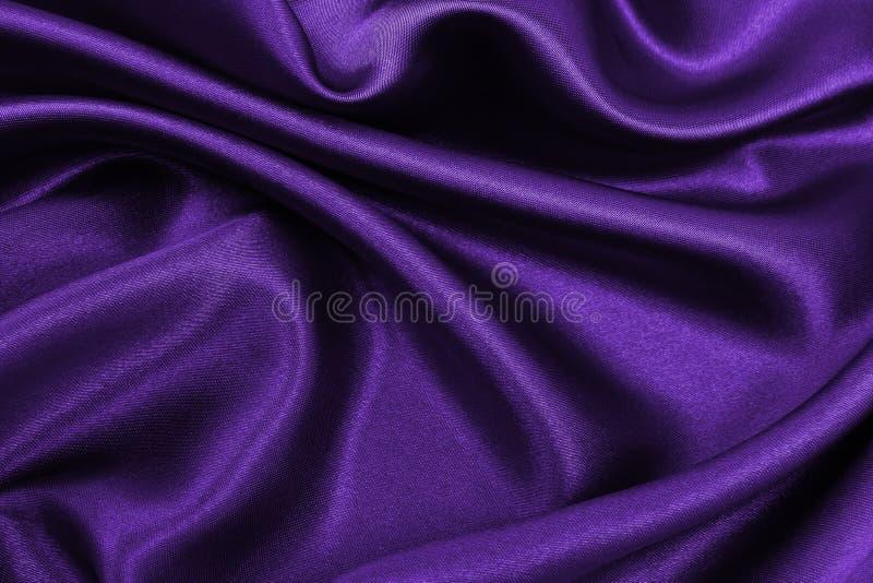 作为抽象背景的光滑的典雅的淡紫色丝绸或缎豪华布料纹理 豪华背景设计 免版税图库摄影