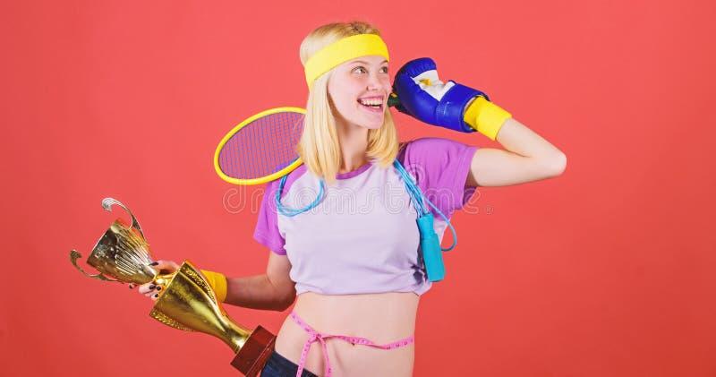 体育为每天 如何永远停留适合 运动器材商店 体育商店分类 女孩快乐成功 库存照片
