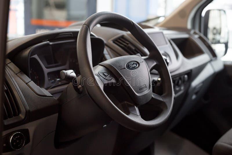 俄罗斯,伊热夫斯克- 2019年1月27日:陈列室福特 新的车福特运输内部  著名世界品牌 免版税图库摄影