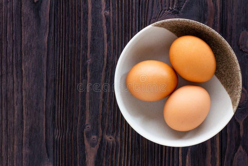 Ägg i bunken arkivbild
