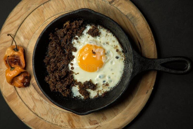 Ägg och korv royaltyfria bilder