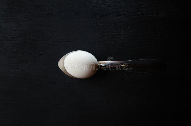 Ägg och sked arkivfoton