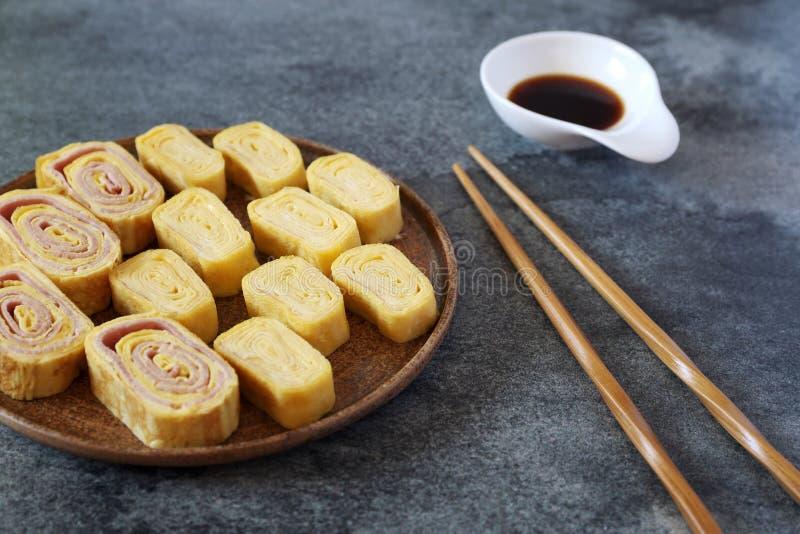 Ägg och skinka för japansk omelettrulle sött arkivfoto