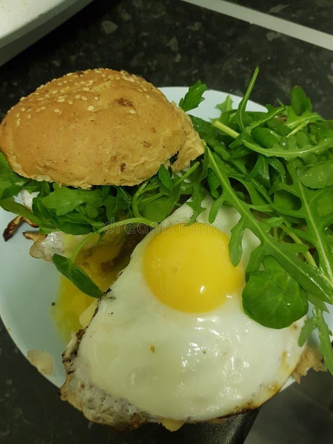 Ägg och spenat royaltyfri fotografi