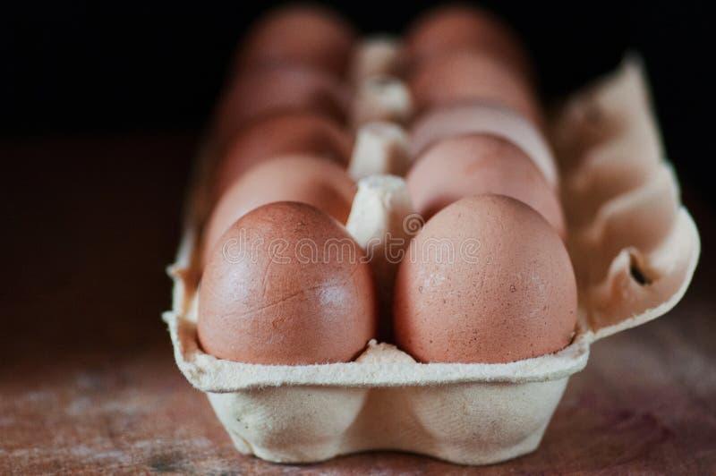 Ägg på ett trä bordlägger royaltyfria bilder