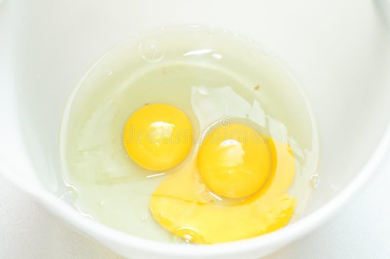 ägg rå två arkivbilder