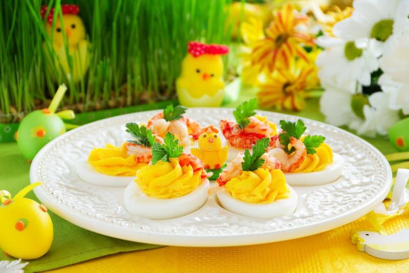 Ägg som är välfyllda med krämig mousse royaltyfri bild