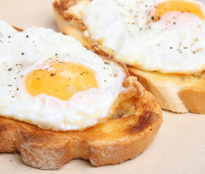 ägg stekt rostat bröd royaltyfri fotografi