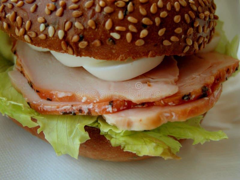 äggskinksmörgås royaltyfri foto