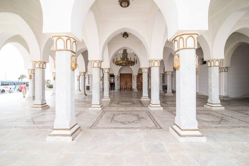 ÄGYPTEN, Sharm el Sheikh - April 2018: Mubarak Mosque, islamisch Egypt Große Moschee im Sharm-el-Sheikh stockbild