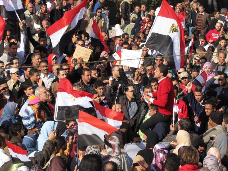 Ägypter, Die Die Resignation Von Mubarak Fordern Redaktionelles Bild