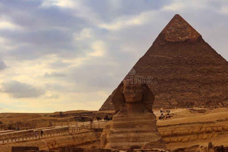 Ägyptische große Sphinx und Pyramiden von Giseh in Kairo, Ägypten lizenzfreie stockbilder