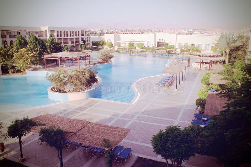 Ägyptische Hotelterrasse lizenzfreie stockfotografie