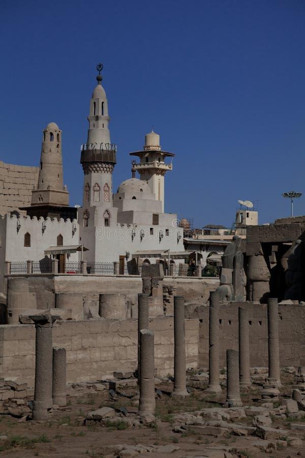 Ägyptische Moschee und Ruinen stockfotos