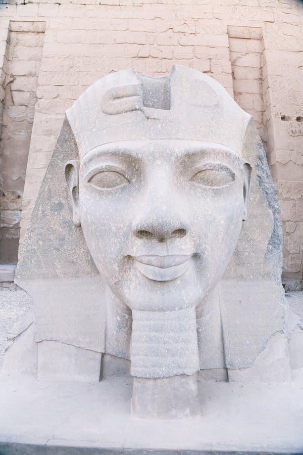 Ägyptische Skulptur von Ramses stockfotos