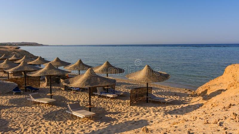 Ägyptische Sonnenschirme stockfotos