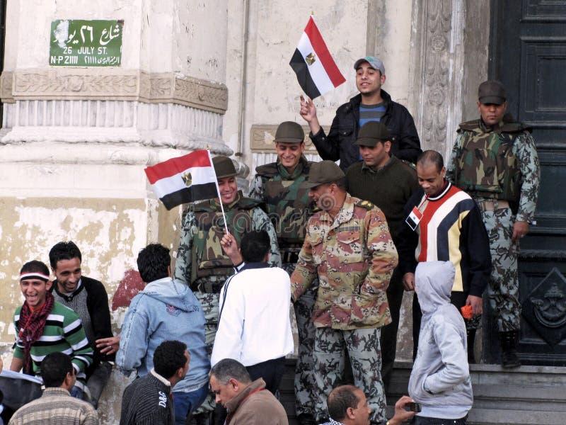 Ägyptische Umdrehung, die Armee und Demonstrationssysteme lizenzfreie stockfotos