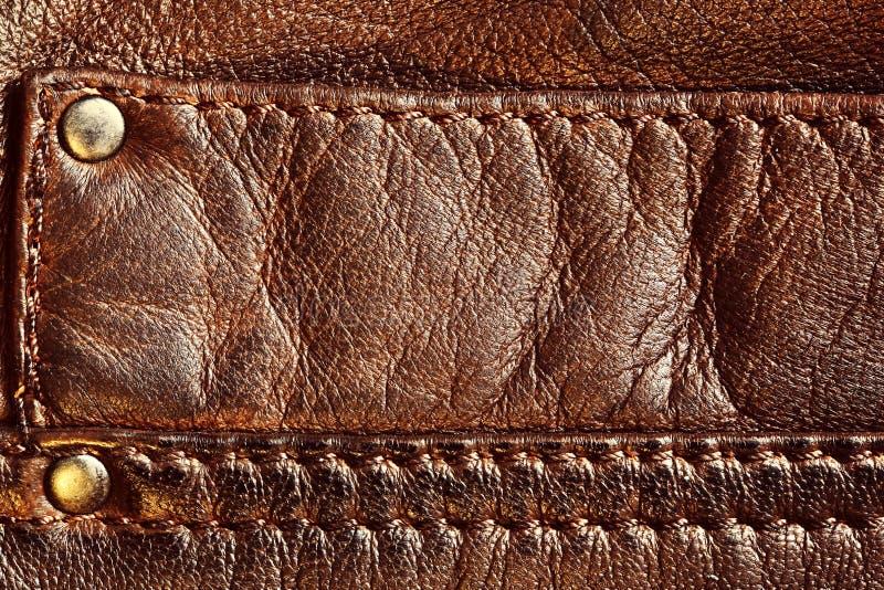 Äktt brunt läder med sömmen royaltyfri bild