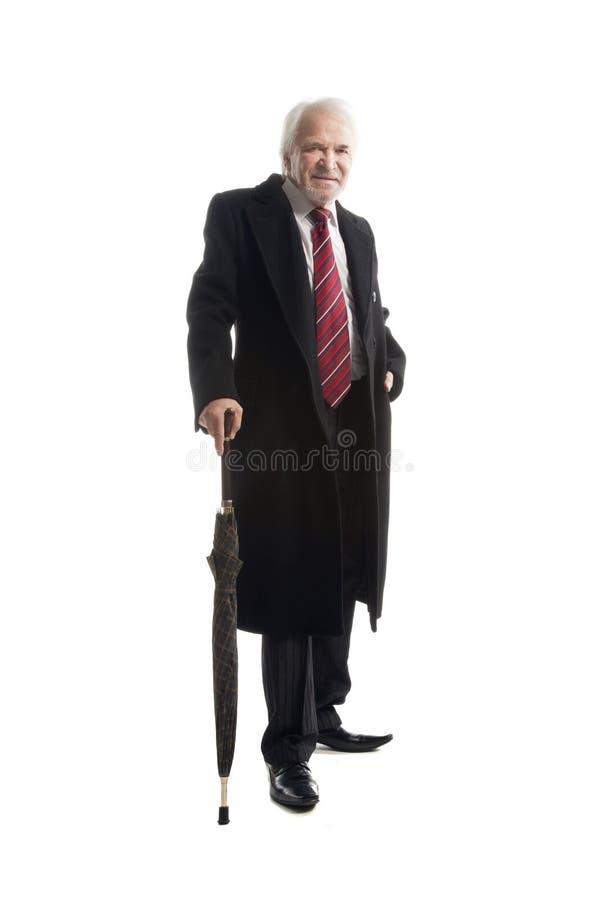 Äldre elegant man med paraplygester arkivfoto