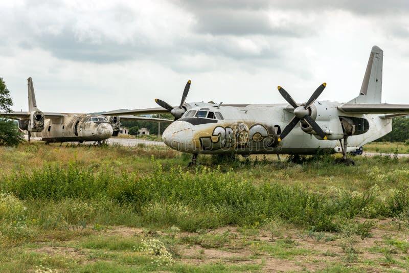 Äldre flygplanflyg arkivbilder