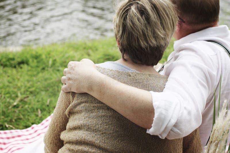 Äldre högt begrepp för parromansförälskelse arkivbilder