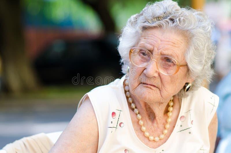 Äldre kvinna arkivbild