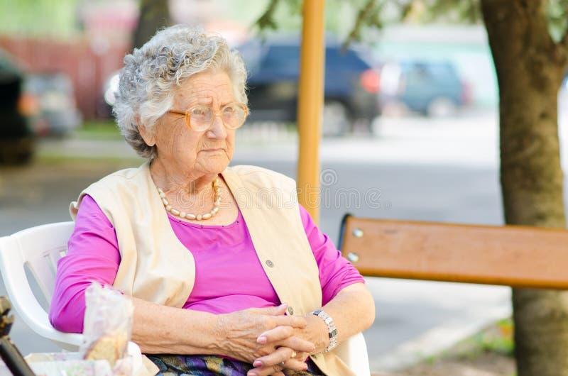 Äldre kvinna arkivfoto