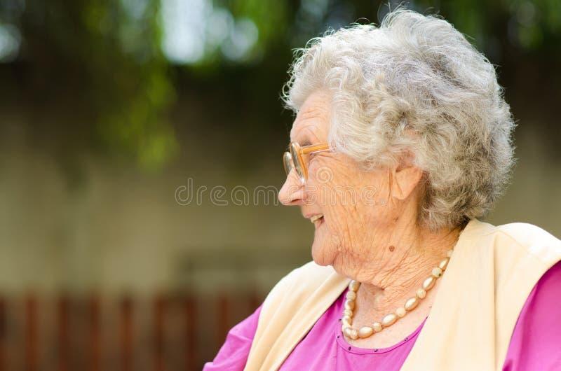 Äldre kvinna arkivfoton