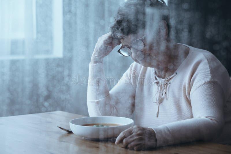Äldre kvinna med att äta oordningar royaltyfria foton
