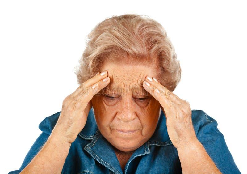 Äldre kvinna med huvudvärker arkivbild
