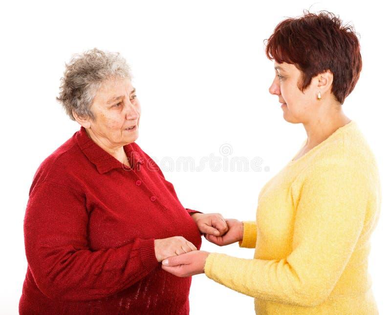 Äldre kvinna och barnanhörigvårdare arkivfoton