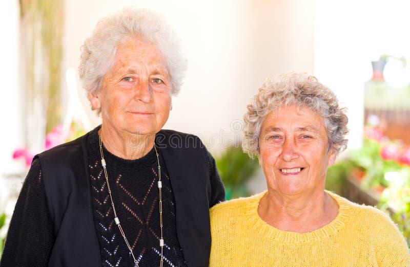 Äldre kvinnor royaltyfria bilder