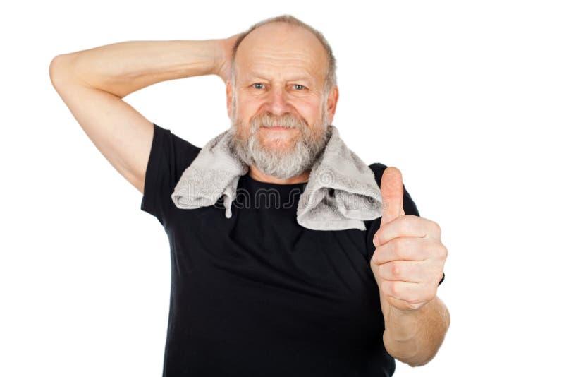 Äldre man efter idrottshallperiod arkivfoton