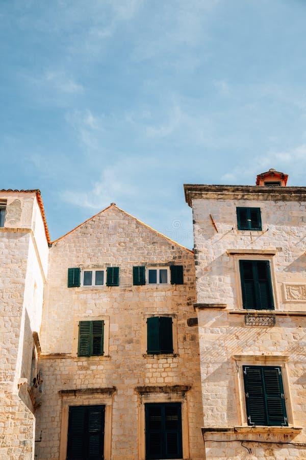 Äldre medeltida stadsbyggnader i Dubrovnik, Kroatien royaltyfri fotografi
