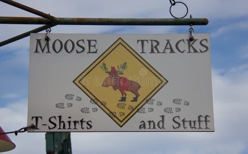 ÄlgspårT-tröja shoppar arkivbild