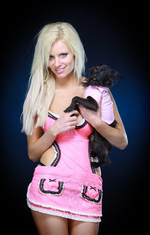 älsklings- toykvinna för hund arkivbild