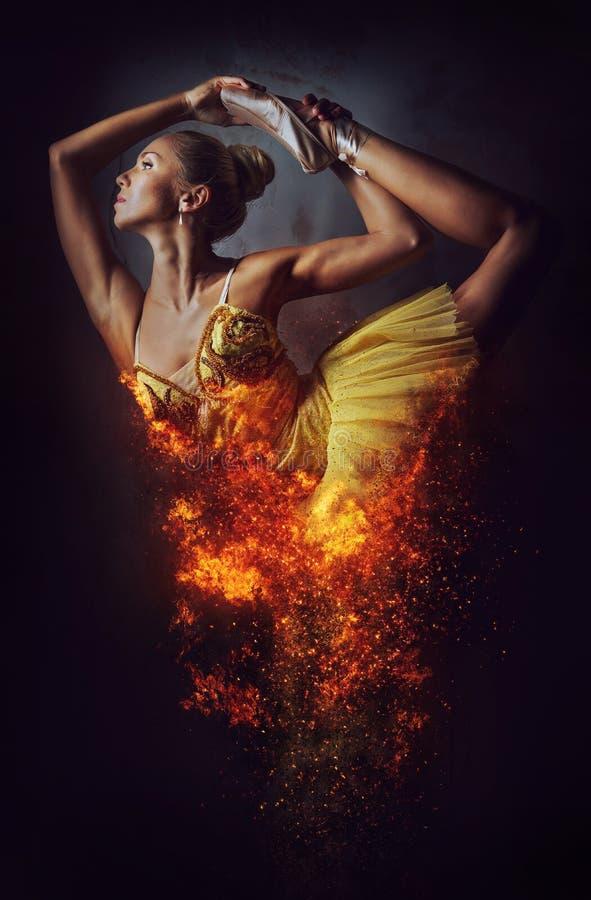 Älskvärd ballerina i gul ballerinakjol royaltyfri illustrationer