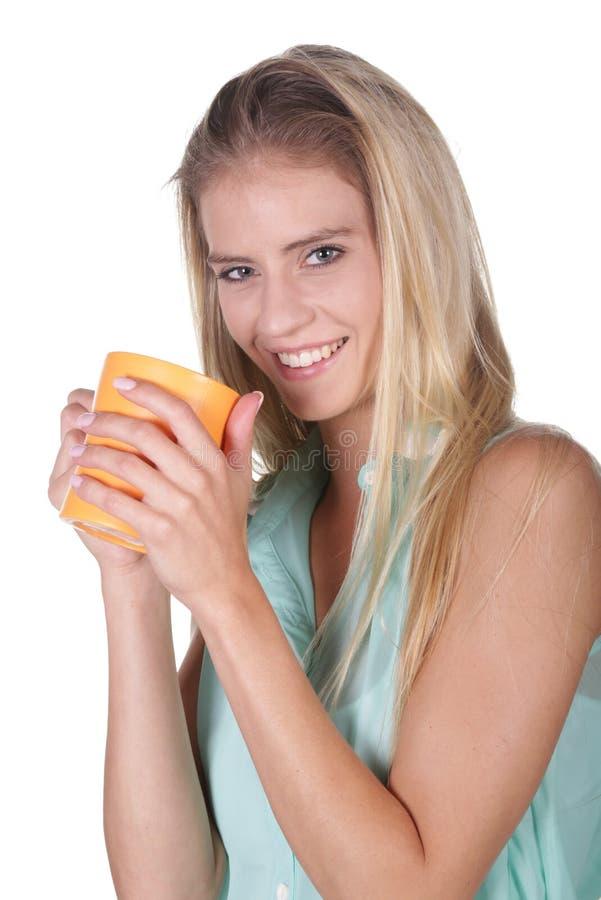 Älskvärd blond kaffesupare royaltyfri foto
