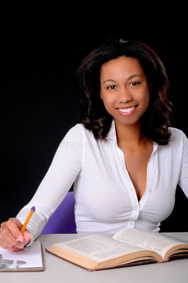 älskvärd deltagare för afrikansk amerikanhögskola arkivbild