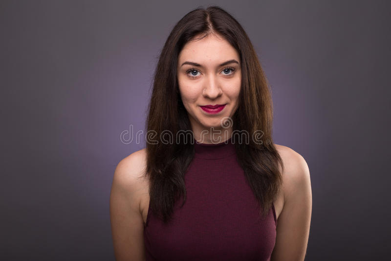 Älskvärd flicka för stående i studion royaltyfria foton